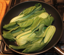 Pak Choi in Butter dünsten